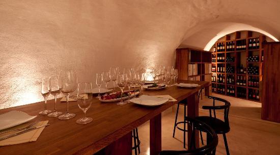 Hotel Korsal: wine cellar 3