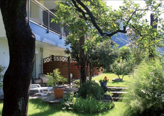 Tegna, Switzerland: Vista dal giardino