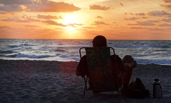 Zonsopgang aan het strand bij Ocean Inn