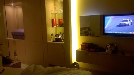 Media One Hotel Dubai: tv e mini bar