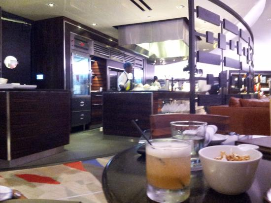 Polaris Restaurant: Open kitchen