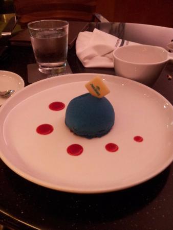 Polaris Restaurant: Blue Dome Dessert