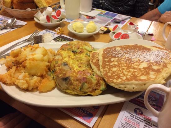 Ridgewood, Nueva Jersey: The Farmer Omelet, Potatoes, and Pancakes.