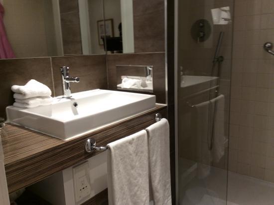 Hotel Cezanne: Salle de bain