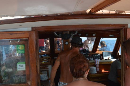 Adamas, Grecia: Captain