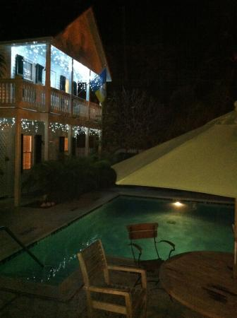 The Conch House Heritage Inn: Pool and poolside cottage