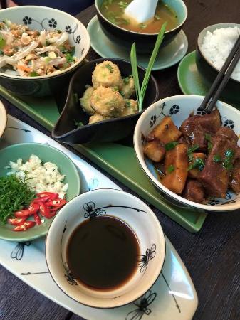 A Dao - Vietnamese Restaurant & Folk Music