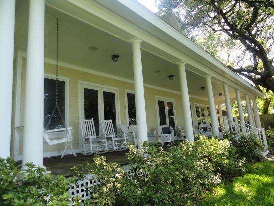 Aunt Martha's Bed & Breakfast: Rear porch.