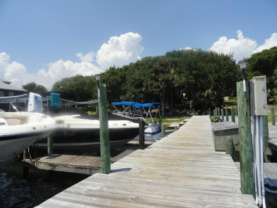 Aunt Martha's Bed & Breakfast: Private fishing dock