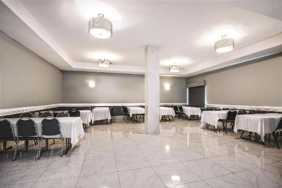 La Quinta Inn & Suites Brownsville North : meeting room