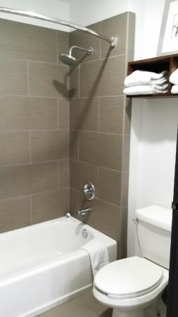 Country Inn & Suites By Carlson Lackland AFB (San Antonio) : Unlimited hot water in shower