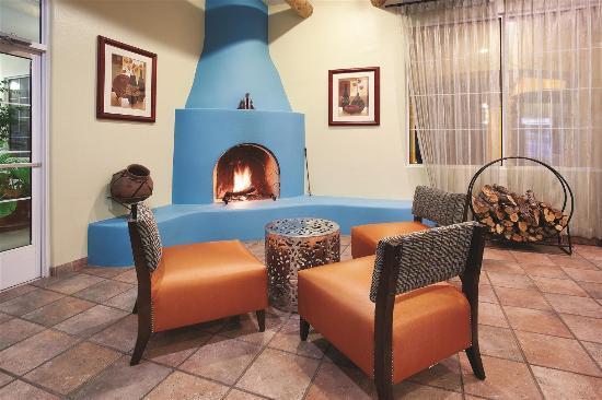 La Quinta Inn and Suites Santa Rosa: Lobby