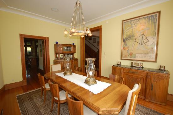 Bethesda, MD: Formal dining room