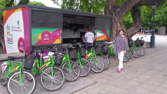 Park Hyatt Mendoza : estação de bike em frente ao hotel e gratis basta apresentar cadastro do hotel