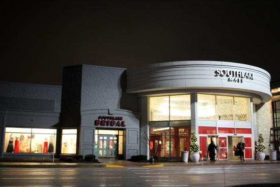 Southlake Mall Uper Entrance Near Jcpenney