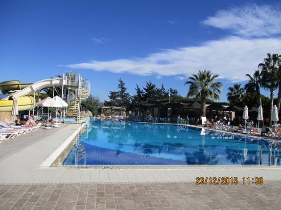 Pool mit rutsche washington resort hotel spa manavgat for Pool mit rutsche