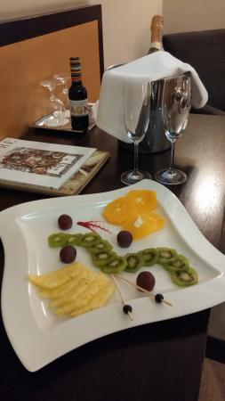 Hotel Dubna Skala: Fruits in the room