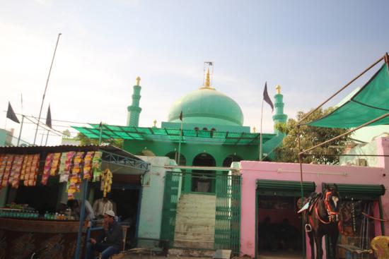 Dargah Hazrat Meera Syed Hussain: Место паломничества