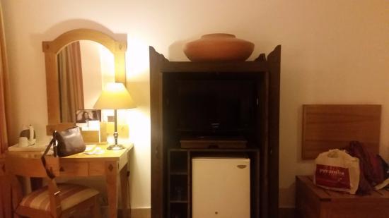 Mercure Luxor Karnak: TV area in the room