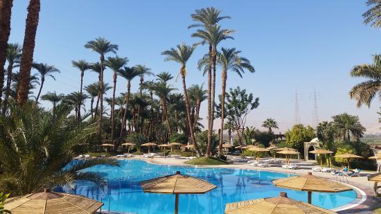 Mercure Luxor Karnak: Lovely view for breakfast