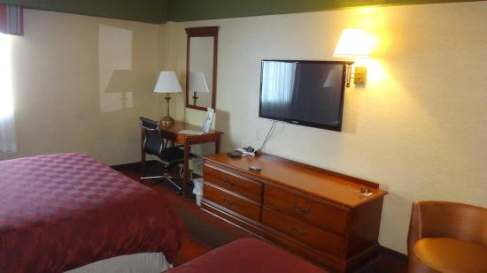 Ramada East Orange: Quarto com duas camas