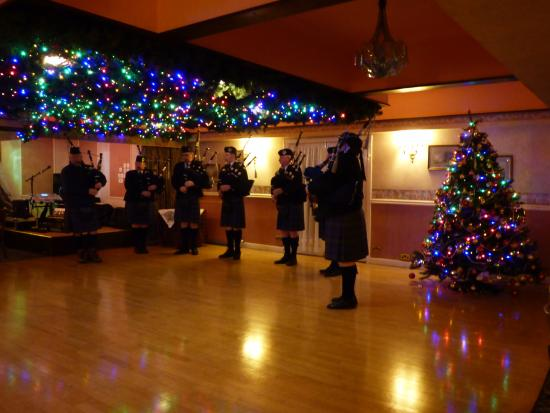 Highlander Hotel: The Pipers on Christmas Eve