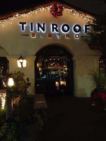 Tin Roof Bistro: Вход в ресторан