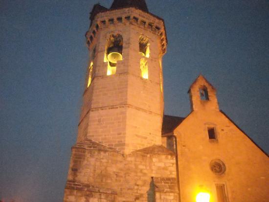 Delavall Hotel: Iglesia de Vielha.