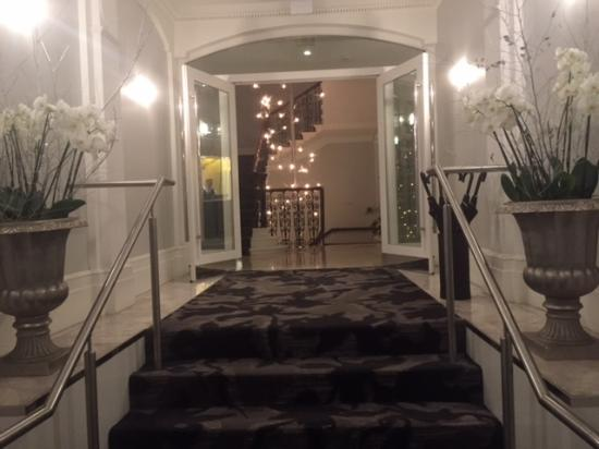 The Ampersand Hotel: Entrance