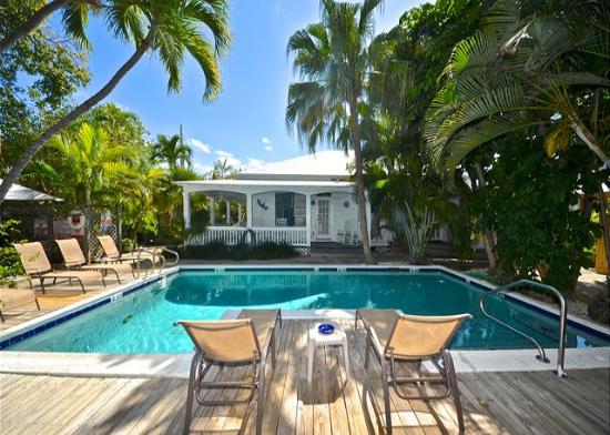 Papa's Hideaway: Relax By Papa's Pristine Pool