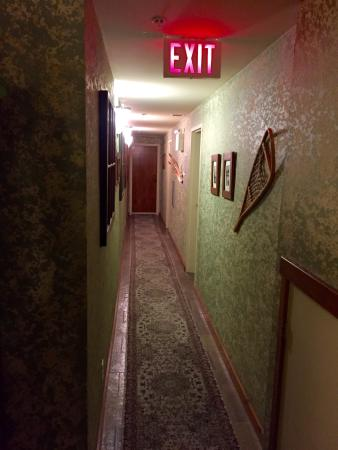 A Bear and Bison Canadian Country Inn: photo4.jpg