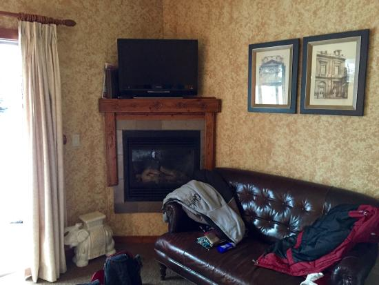A Bear and Bison Canadian Country Inn: photo5.jpg