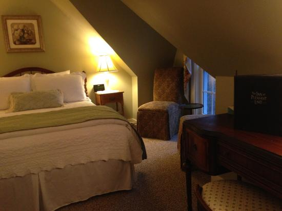 New London, NH: Room 10