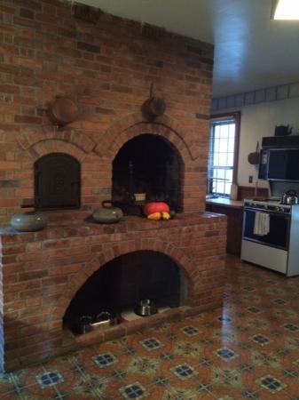 Leonardsville, NY: public kitchen are downstairs