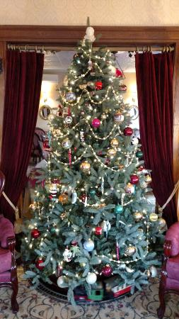 The Village Inn of Woodstock: The Parlor Christmas Tree