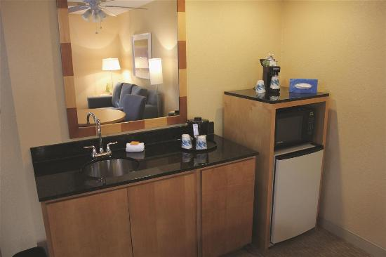 La Quinta Inn & Suites Miami Lakes: Lobby view