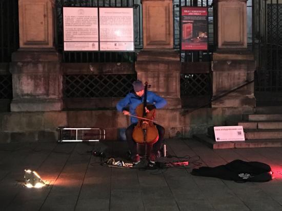 Hotel Senacki: Cello Man playing across the street