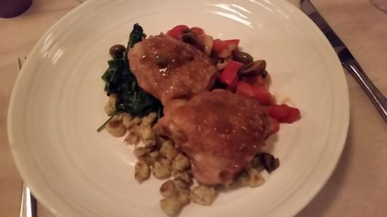 Lantzville, Canada: Chicken .... can't remember the name but great with frensh vegetables etc