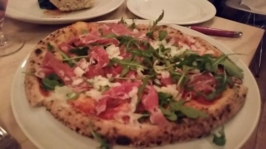 Lantzville, Canada: Variety of out of the ordinary pizzas