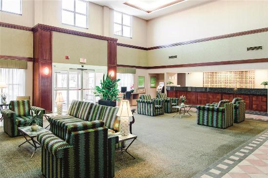 Bannockburn, IL: Lobby view