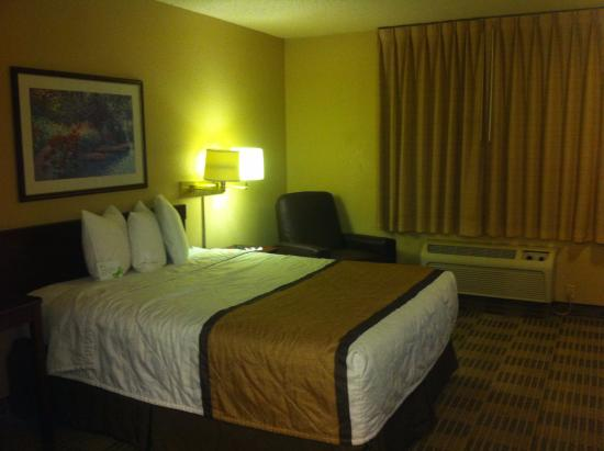 Extended Stay America - Atlanta - Morrow: Queen Bed