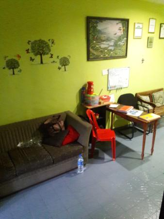Oriental Riverside Residence Guest House: common area...