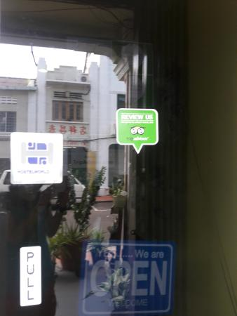 Oriental Riverside Residence Guest House: tripadvisor stickers to ensure you are booking in a good residence