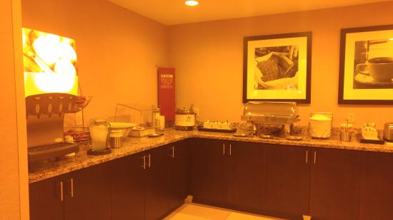 Hampton Inn Atlanta Southlake: Buffet Breakfast