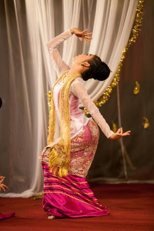 Karaweik Palace: Aung Mingalar Dance(19th Century AD)_