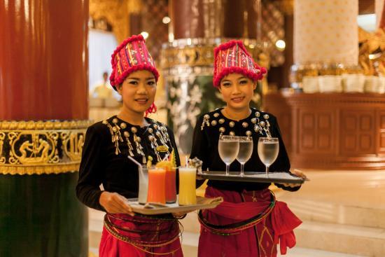 Karaweik Palace: Hospitality