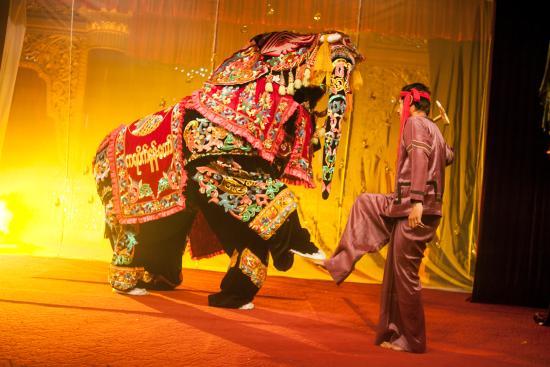 Karaweik Palace: Kyauk Seh Elephant Dance