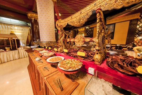 Karaweik Palace: International Buffet