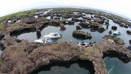 Puerto Villamil, เอกวาดอร์: A drones' view of Los Tuneles