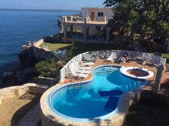 Home Sweet Home Resort: Pool view from penthouse